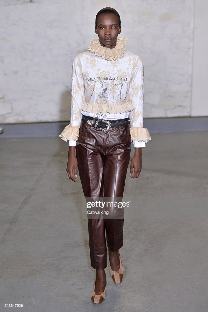 Anne Sofie Madsen - Runway RTW - Fall 2016 - Paris Fashion Week : News Photo