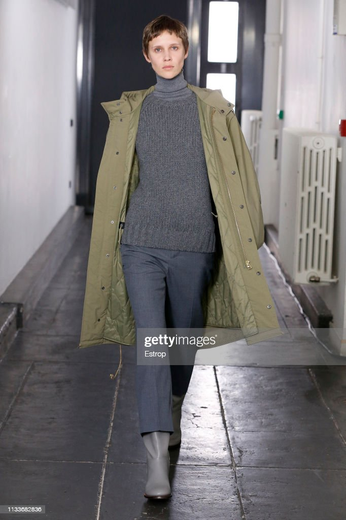 A.P.C : Runway - Paris Fashion Week Womenswear Fall/Winter 2019/2020 : ニュース写真