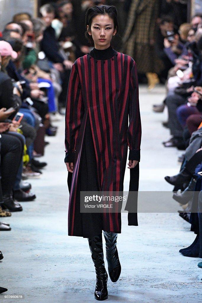 Arthur Arbesser - Runway - Milan Fashion Week Fall/Winter 2018/19 : News Photo