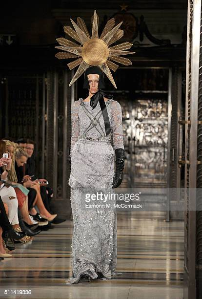 A model walks the runway at the Ashley Isham show at Fashion Scout during London Fashion Week Autumn/Winter 2016/17 at Freemasons' Hall on February...