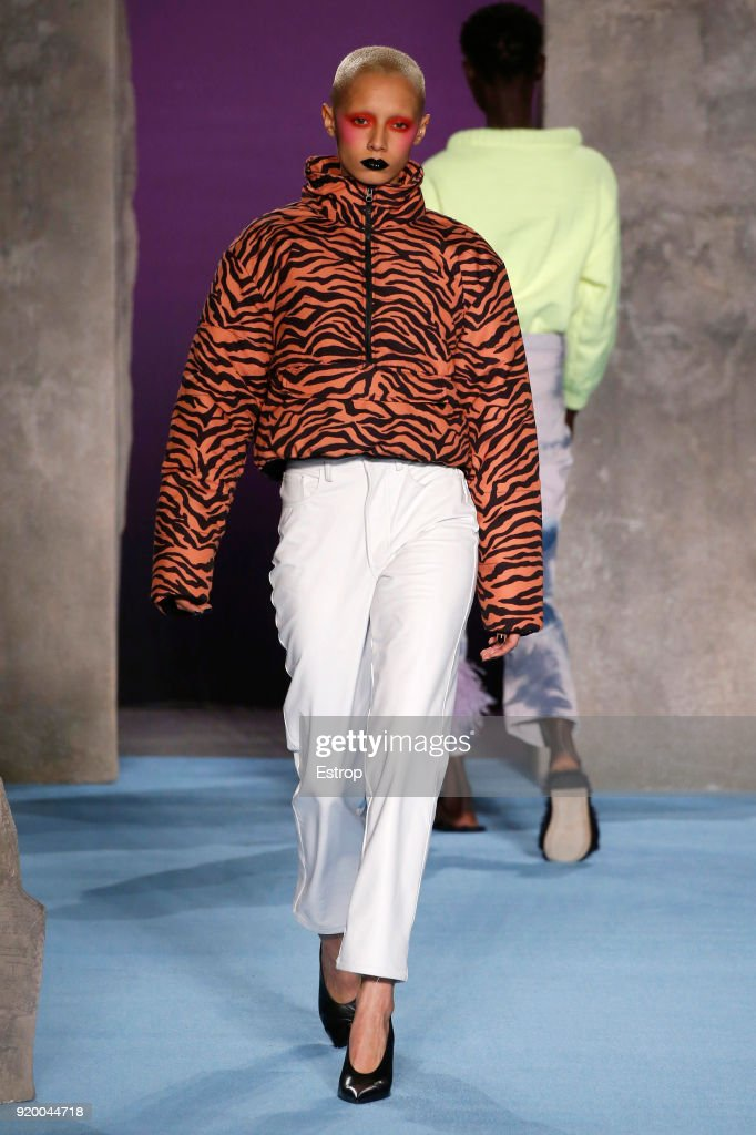 Ashley Williams - Runway - LFW February 2018 : News Photo
