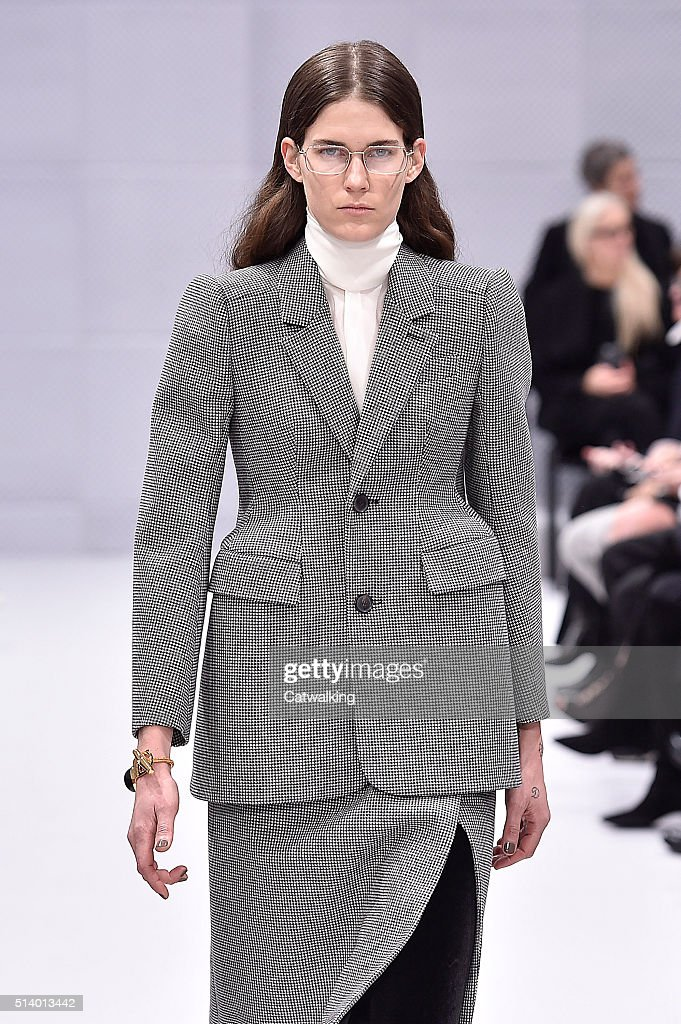 acheter populaire 54cef d3a75 A model walks the runway at the Balenciaga Autumn Winter ...