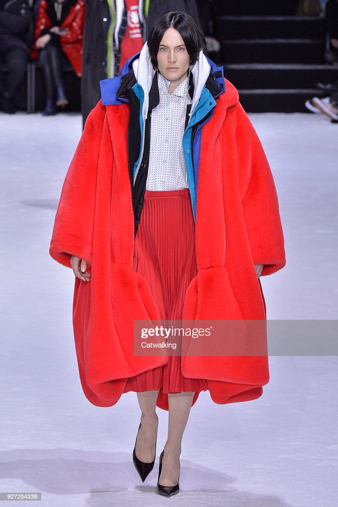 Balenciaga - Runway RTW - Fall 2018 - Paris Fashion Week : News Photo