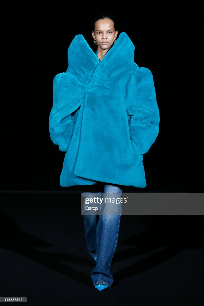 Balenciaga : Runway - Paris Fashion Week Womenswear Fall/Winter 2019/2020 : ニュース写真
