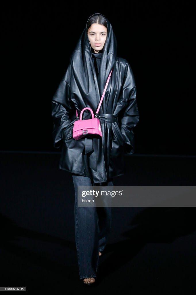 model-walks-the-runway-at-the-balenciaga-show-at-paris-fashion-week-picture-id1133373796