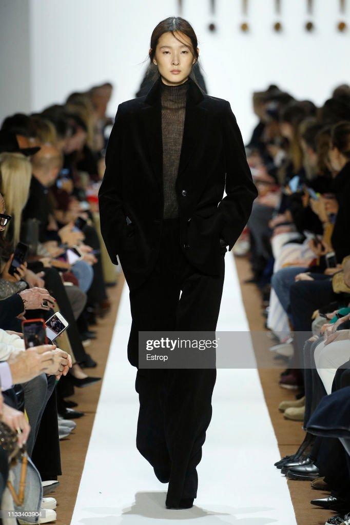 model-walks-the-runway-at-the-balenciaga-show-at-paris-fashion-week-picture-id1133403904