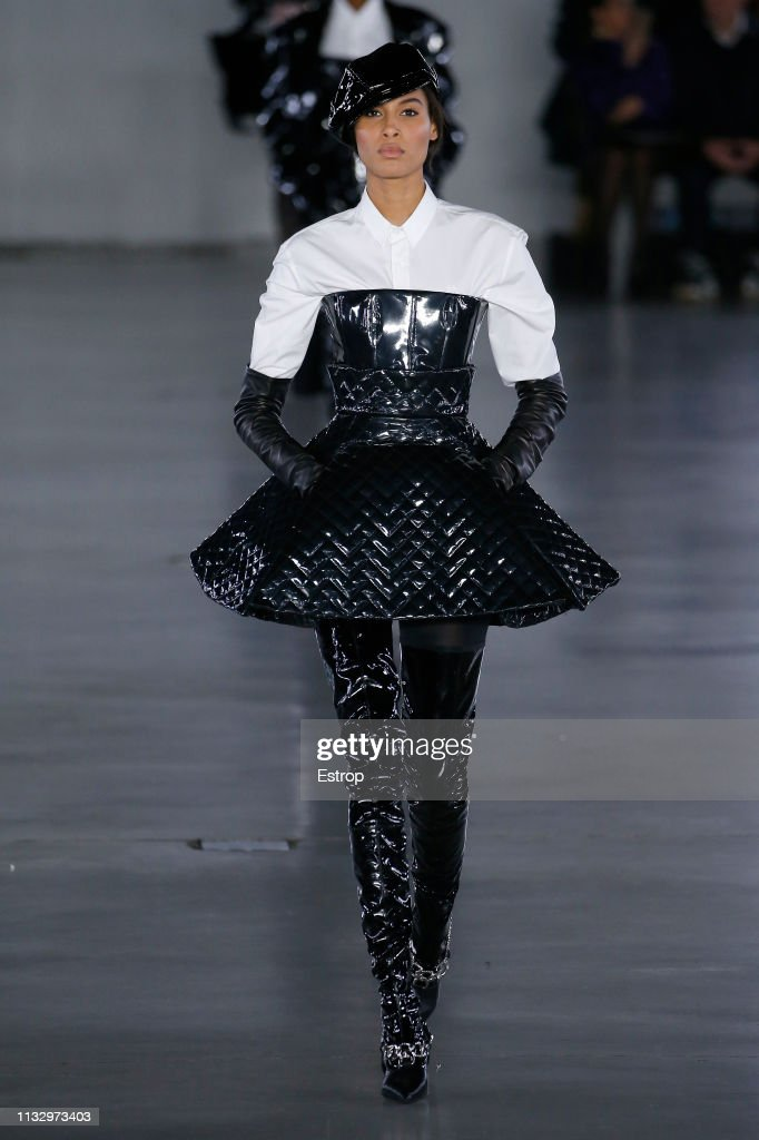 Balmain : Runway - Paris Fashion Week Womenswear Fall/Winter 2019/2020 : ニュース写真