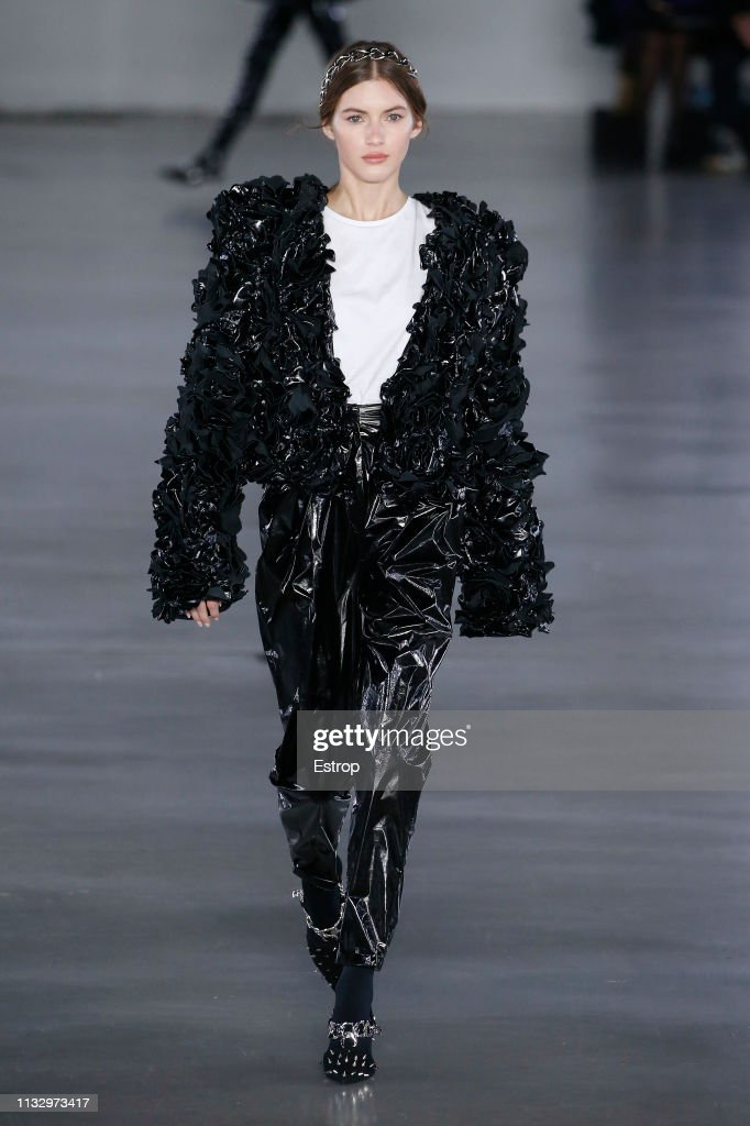 Balmain : Runway - Paris Fashion Week Womenswear Fall/Winter 2019/2020 : ニュース写真