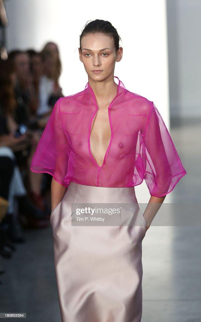 Barbara Casasola - Runway: London Fashion Week SS14 : News Photo
