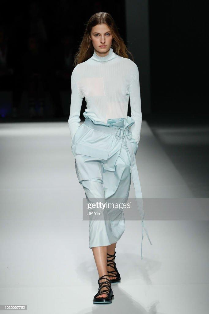 BOSS Womenswear & Menswear - Runway - September 2018 - New York Fashion Week : ニュース写真