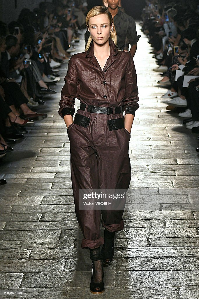 Bottega Veneta - Runway - Milan Fashion Week SS17 : News Photo