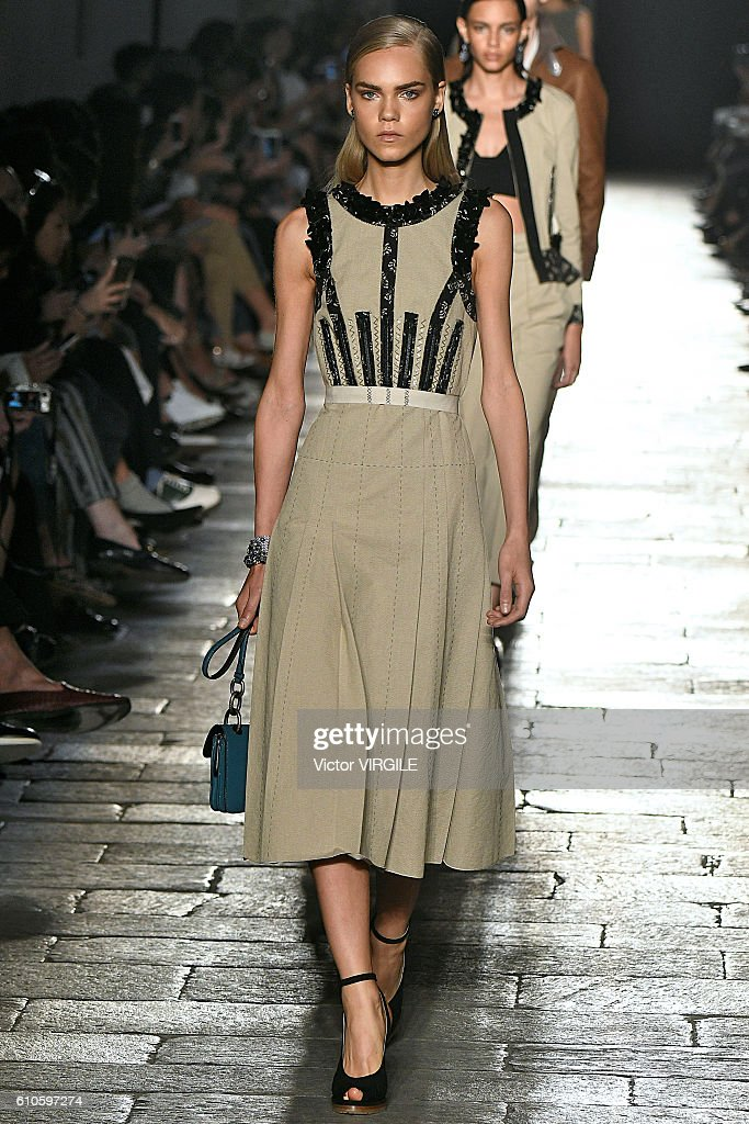 Bottega Veneta - Runway - Milan Fashion Week SS17 : News Photo