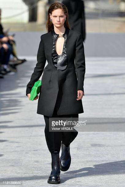A model walks the runway at the Bottega Veneta Ready to Wear Fall/Winter 20192020 fashion show at Milan Fashion Week Autumn/Winter 2019/20 on...