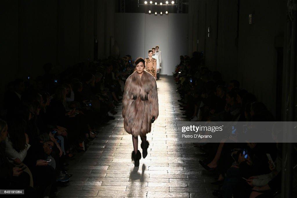Bottega Veneta - Runway - Milan Fashion Week Fall/Winter 2017/18 : News Photo