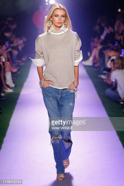 A model walks the runway at the Bradon Maxwell Ready to Wear Spring/Summer 2020 fashion show during New York Fashion Week on September 07 2019 in New...