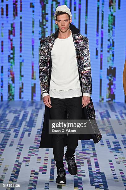 A model walks the runway at the Brand Who show during the MercedesBenz Fashion Week Istanbul Autumn/Winter 2016 at Zorlu Center on March 17 2016 in...