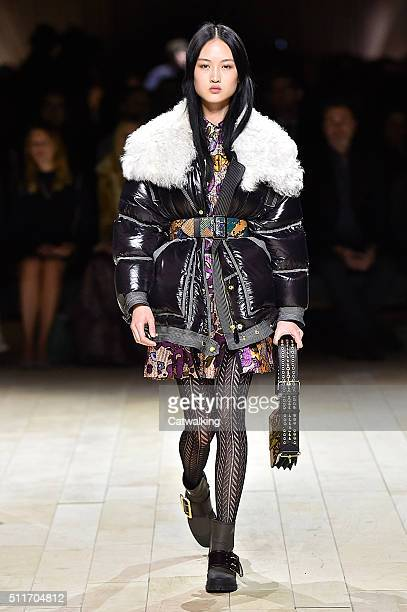 A model walks the runway at the Burberry Prorsum Autumn Winter 2016 fashion show during London Fashion Week on February 22 2016 in London United...