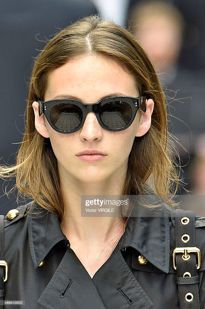 Burberry Prorsum - Runway - LFW SS16 : News Photo