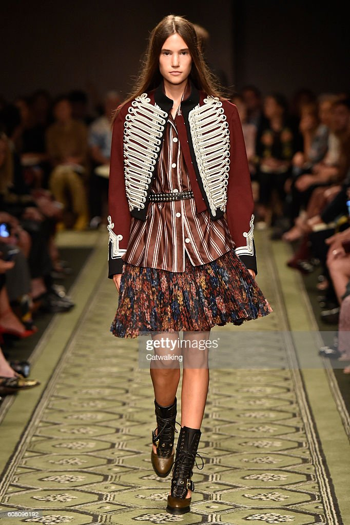 Burberry Prorsum - Runway RTW - September 2016 - London Fashion Week : ニュース写真