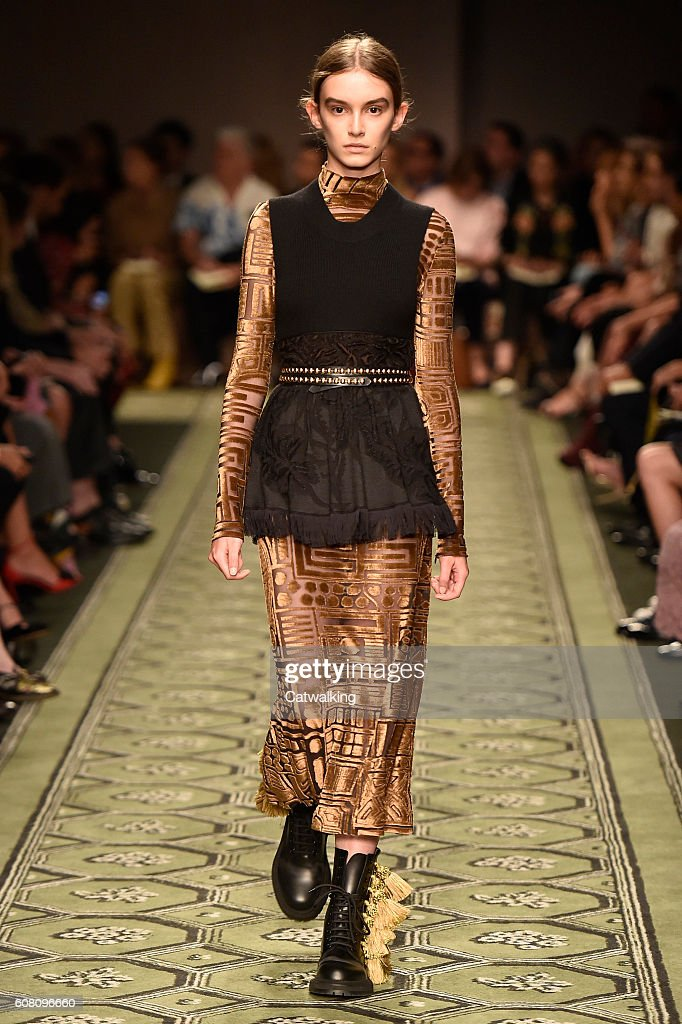 Burberry Prorsum - Runway RTW - September 2016 - London Fashion Week : News Photo