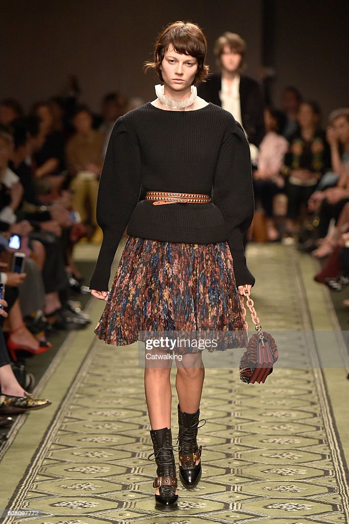 Burberry Prorsum - Runway RTW - September 2016 - London Fashion Week : News Photo