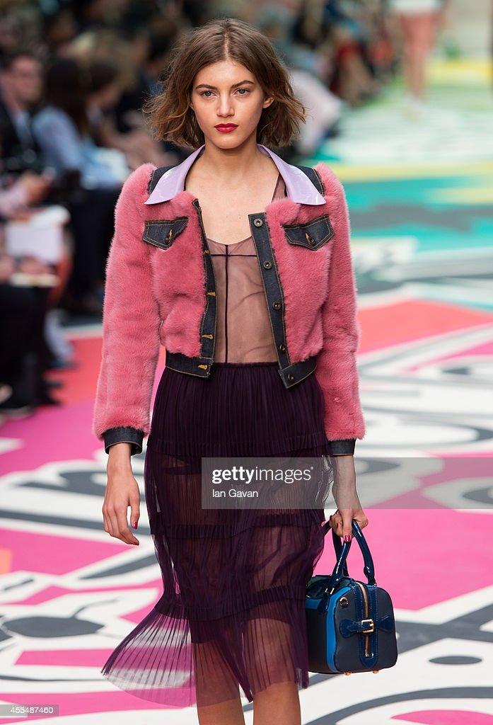 Burberry Prorsum Runway - London Fashion Week SS15 : News Photo