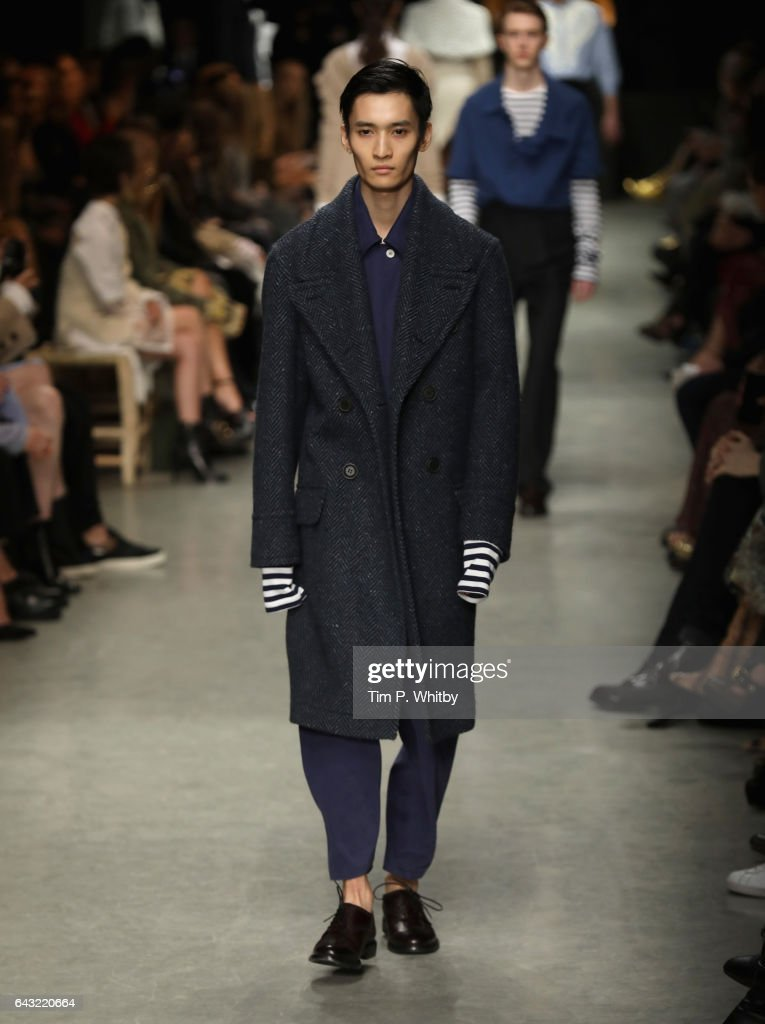 Burberry - Runway - LFW February 2017 : News Photo