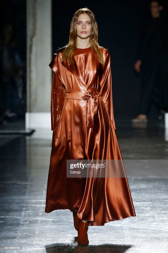 model-walks-the-runway-at-the-calcaterra-show-during-milan-fashion-picture-id1041809730