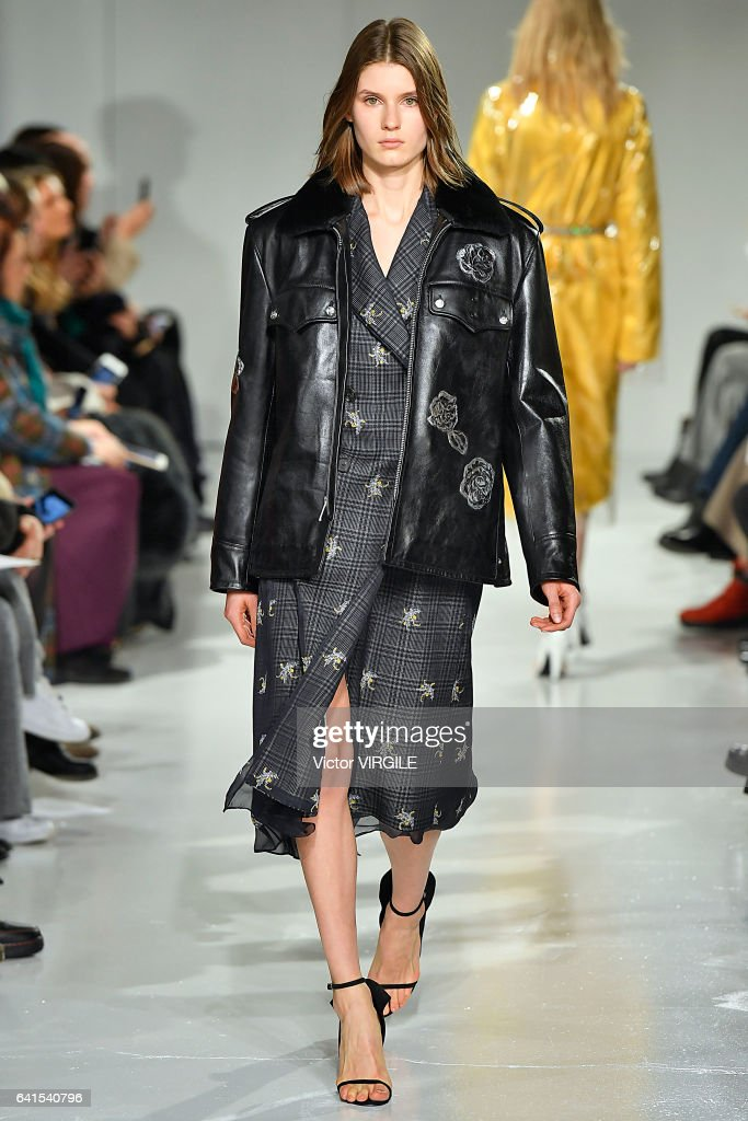 Calvin Klein Collection - Runway - February 2017 - New York Fashion Week : News Photo