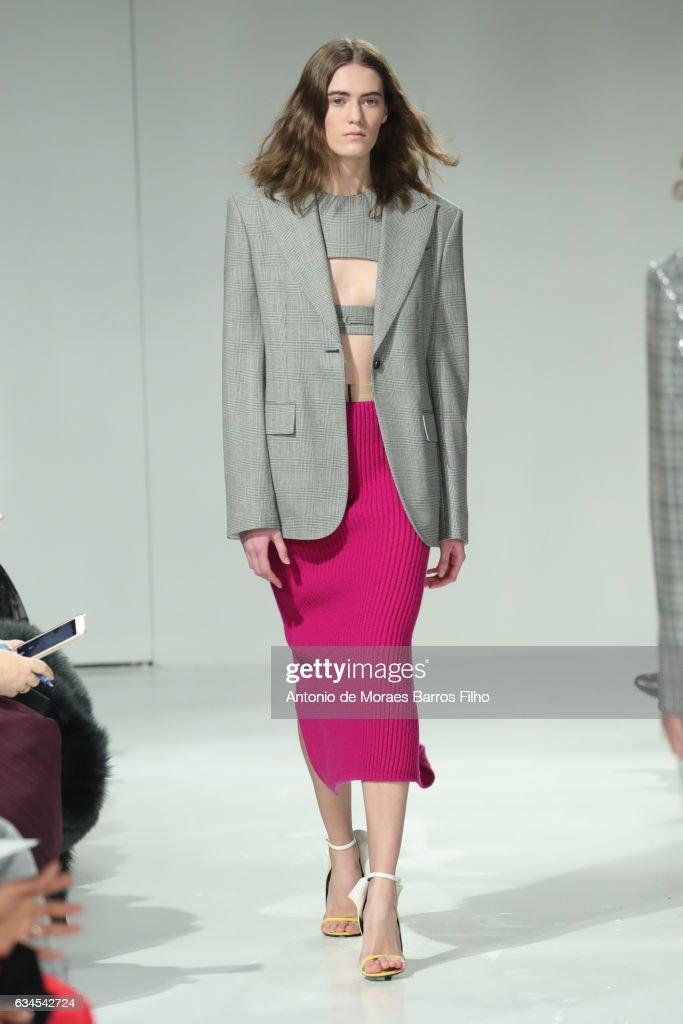 Calvin Klein Collection - February 2017 - New York Fashion Week : News Photo