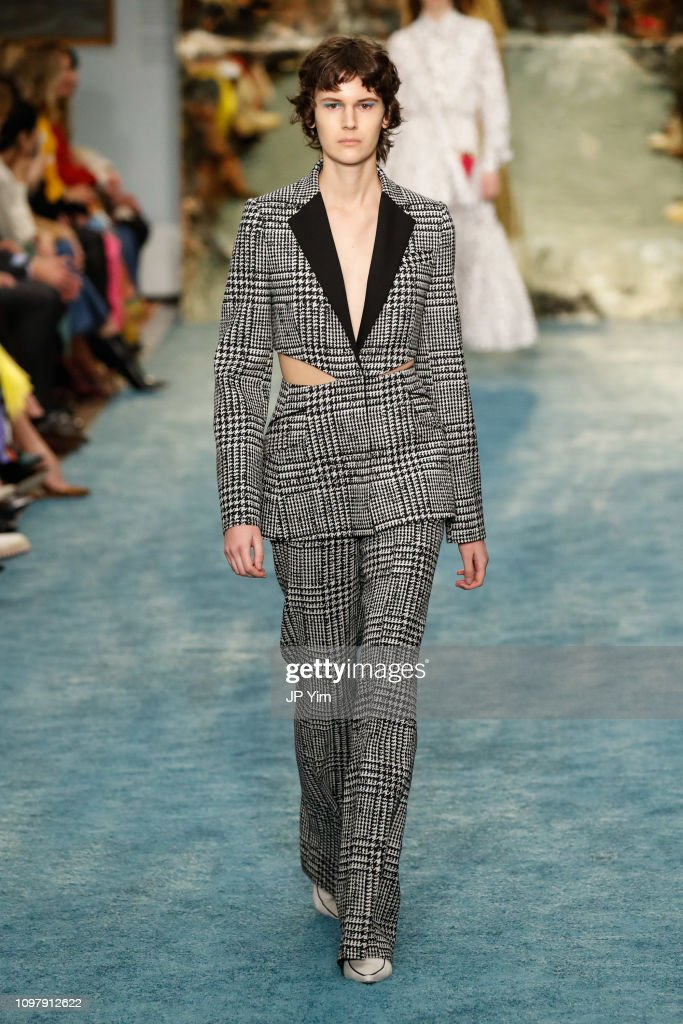 Carolina Herrera - Runway - February 2019 - New York Fashion Week : News Photo