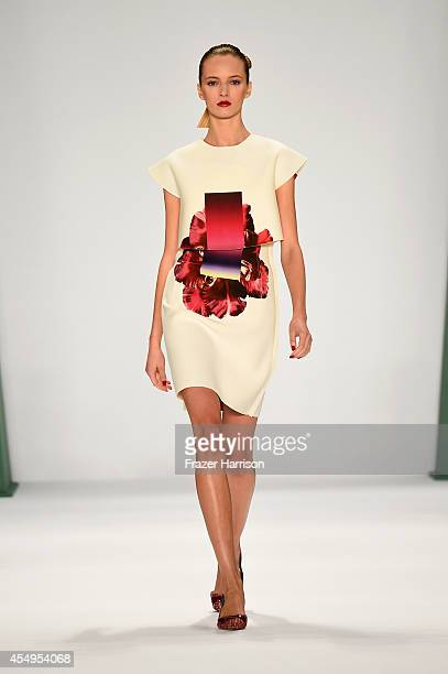 A model walks the runway at the Carolina Herrera fashion show during MercedesBenz Fashion Week Spring 2015 at The Theatre at Lincoln Center on...