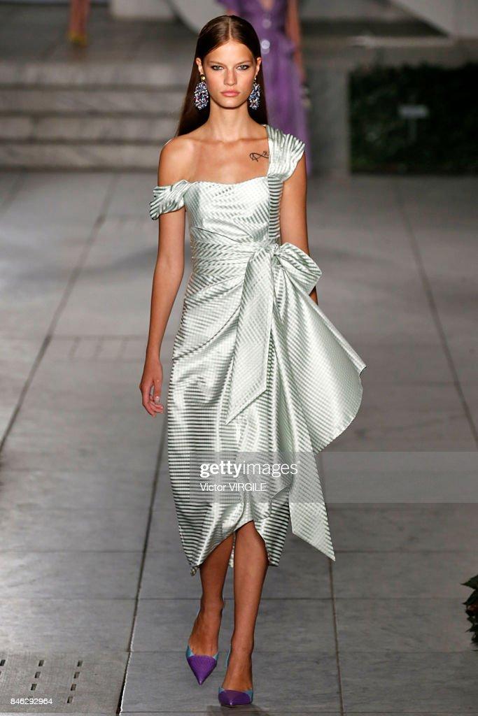 Carolina Herrera - Runway - September 2017 - New York Fashion Week : News Photo
