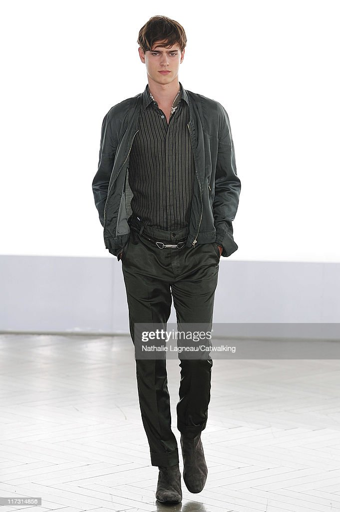 Cerruti - Mens Spring 2012 Runway - Paris Menswear Fashion Week : News Photo