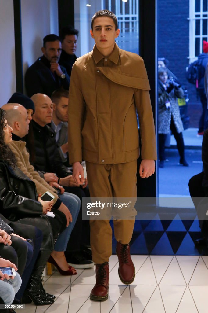 Chalayan - Runway - LFWM January 2018 : ニュース写真