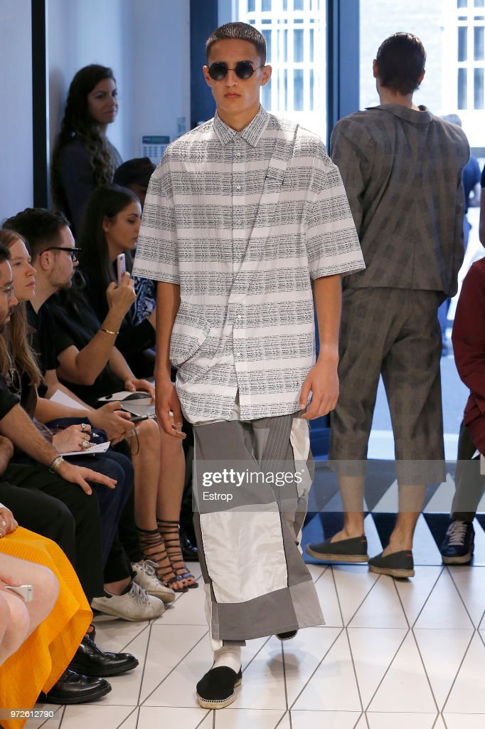 Chalayan - Runway - LFWM June 2018 : News Photo