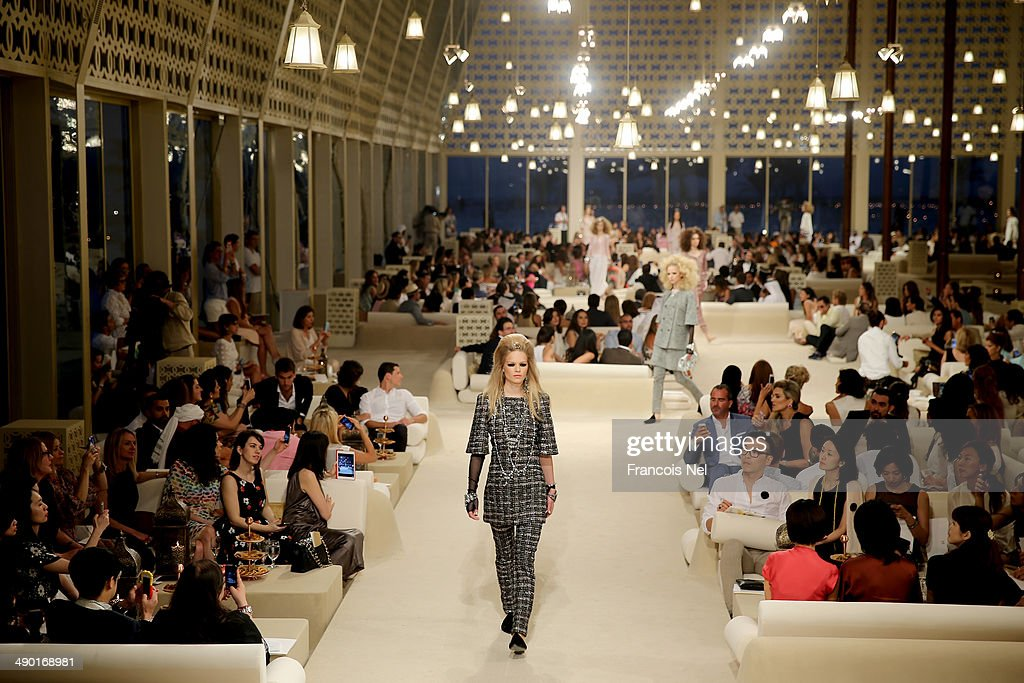 Chanel Cruise 2014/2015 Collection - Runway : News Photo
