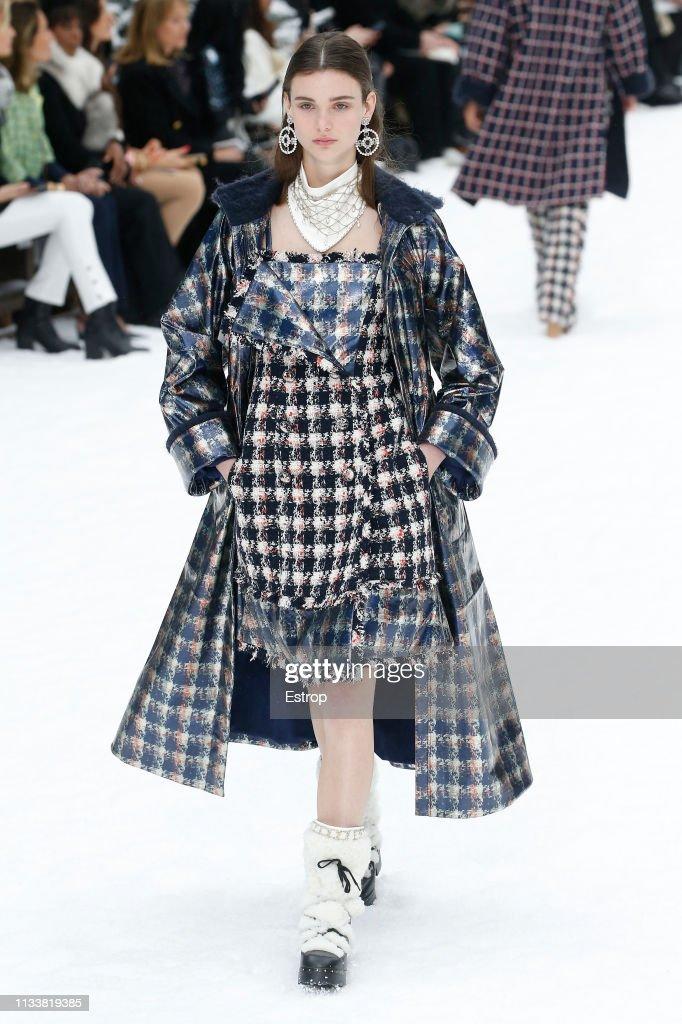 Chanel : Runway - Paris Fashion Week Womenswear Fall/Winter 2019/2020 : News Photo
