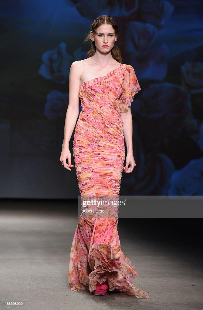 b4d5c0255e Chiara Boni La Petite Robe - Runway - Spring 2016 New York Fashion Week :  News