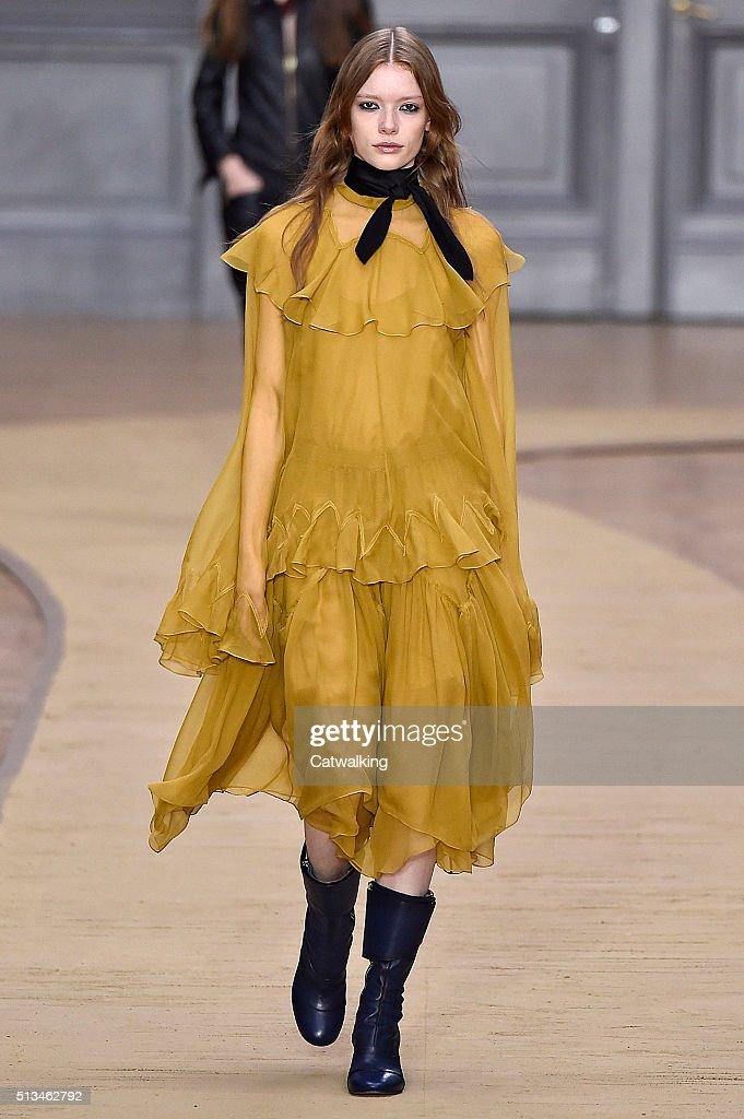 Chloe - Runway RTW - Fall 2016 - Paris Fashion Week : ニュース写真