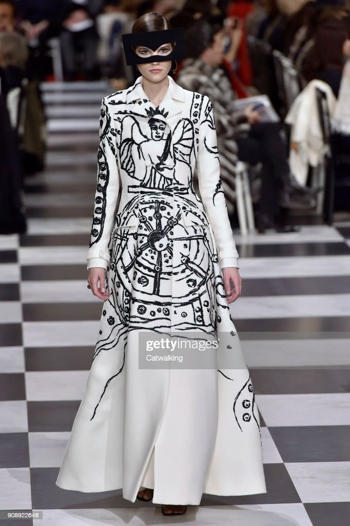 Christian Dior - Spring Summer 2018 Runway - Paris Haute Couture Fashion Week