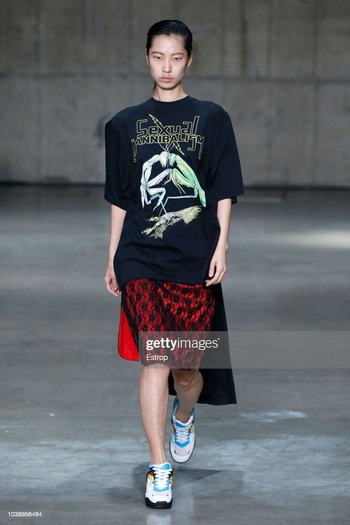 Christopher Kane - Runway - LFW September 2018 : ニュース写真