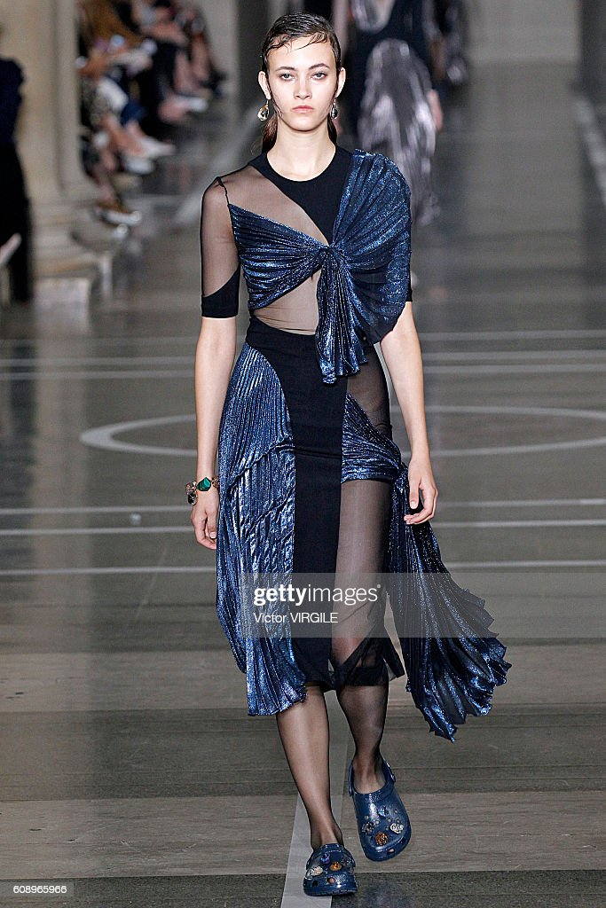 Christopher Kane - Runway - LFW September 2016 : News Photo