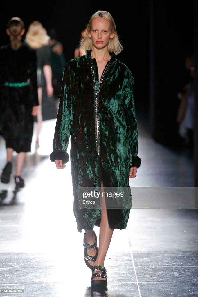 Christopher Kane - Runway - LFW February 2018 : ニュース写真
