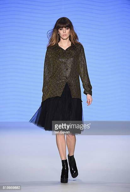 A model walks the runway at the Cigdem Akin show during the MercedesBenz Fashion Week Istanbul Autumn/Winter 2016 at Zorlu Center on March 16 2016 in...