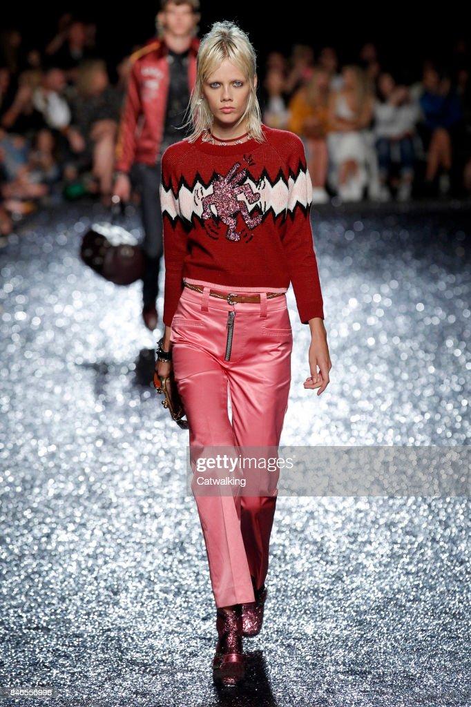 Coach - Runway RTW - Spring 2018 - New York Fashion Week : ニュース写真