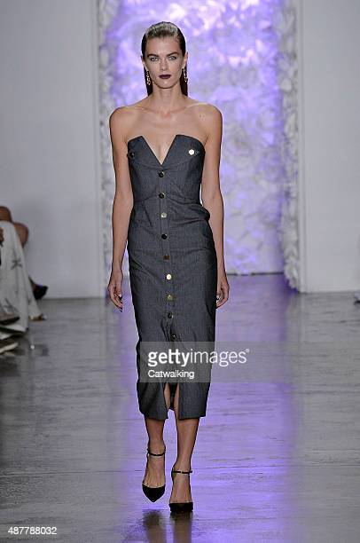 A model walks the runway at the Cushnie et Ochs Spring Summer 2016 fashion show during New York Fashion Week on September 11 2015 in New York United...