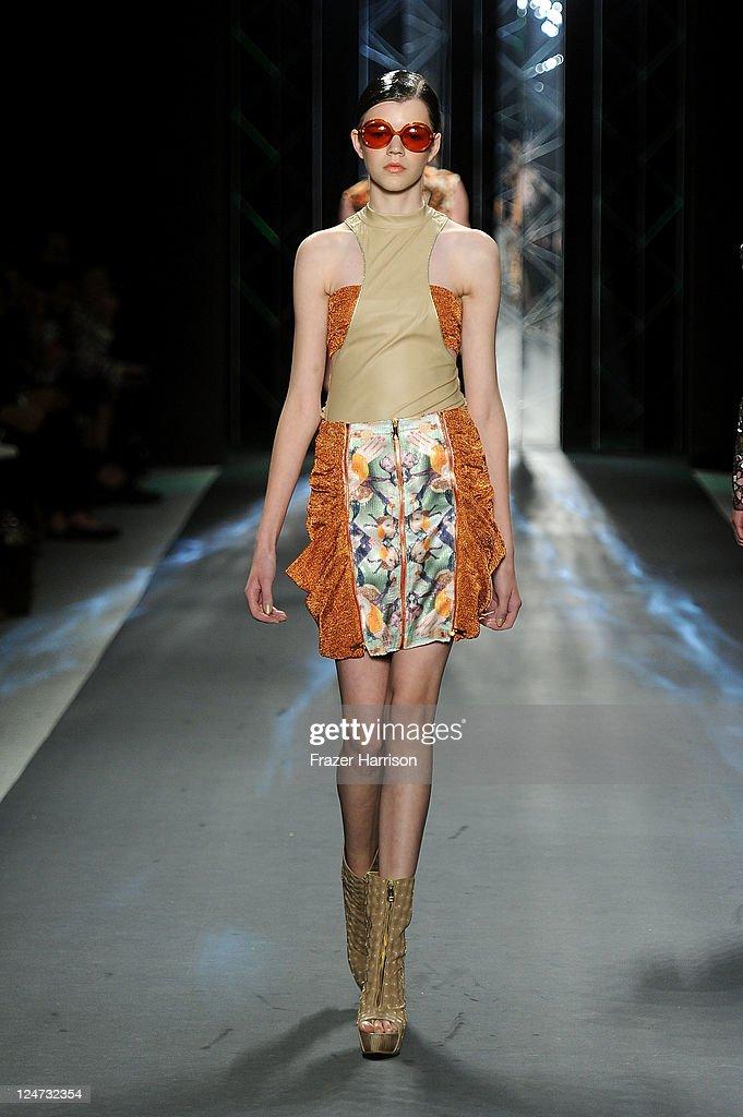 Custo Barcelona - Runway - Spring 2012 Mercedes-Benz Fashion Week : Nachrichtenfoto