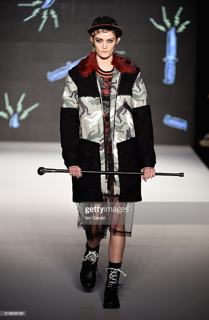 DB Berdan Runway - Mercedes-Benz Fashion Week Istanbul Autumn/Winter 2016 : News Photo