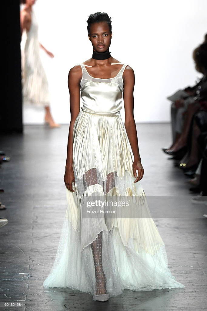 NY: Dennis Basso - Runway - September 2016 - New York Fashion Week: The Shows